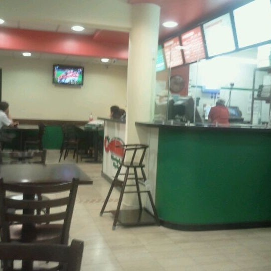 Photo taken at Papa John's by Jorge G. on 11/17/2011