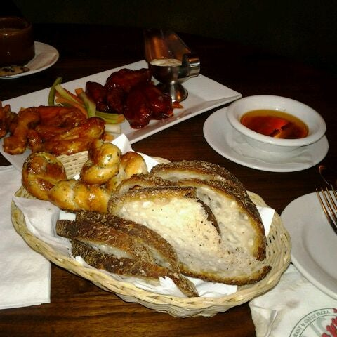 Photo taken at Giovanni's Restaurant by Bernadette R. on 8/31/2011