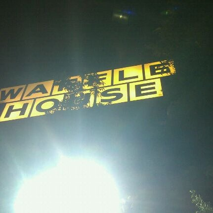 Photo taken at Waffle House by Terrence on 9/3/2011