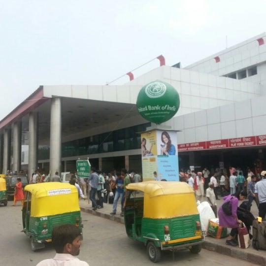 Photo taken at New Delhi Railway Station (NDLS) by Arjun S. on 8/18/2012
