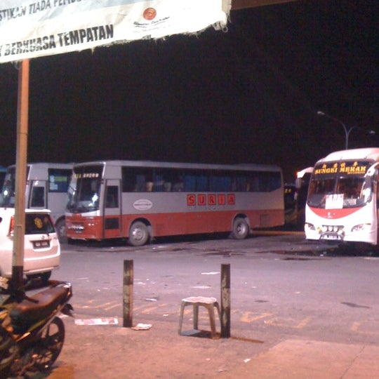 Photo taken at Kuching Bus Terminal by سوفردئ on 4/3/2012