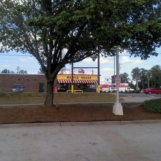 Photo taken at Waffle House by Chad M. on 9/9/2011