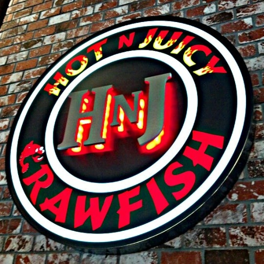 Photo taken at Hot N Juicy Crawfish by Jerry A. on 8/19/2012
