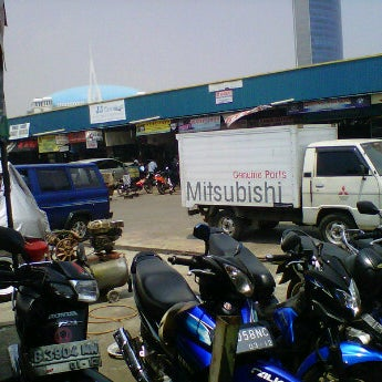 Photo taken at Pasar Mobil Kemayoran by Solihin A. on 9/13/2011
