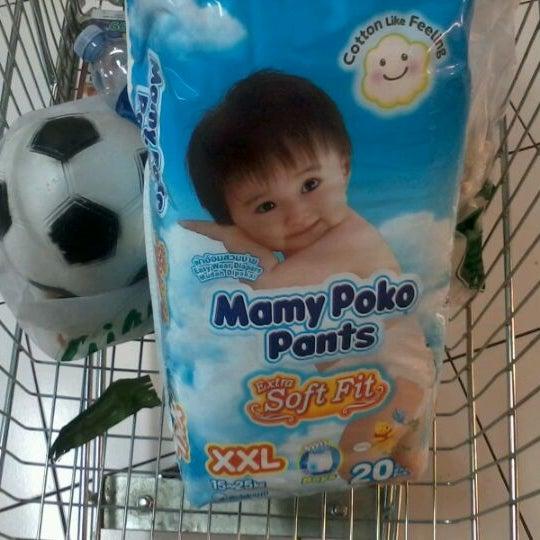 Photo taken at Giant Hypermarket by Thalia B. on 12/15/2011