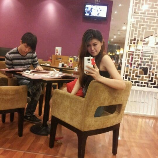 Photo taken at Xian Ding Wei Taiwanese Tea Room by Lz L. on 8/9/2012