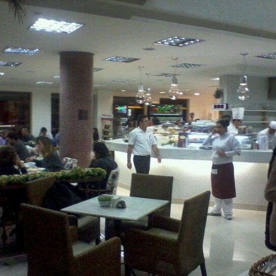 Photo taken at Paris Confeitaria e Café by Alemão C. on 6/22/2012