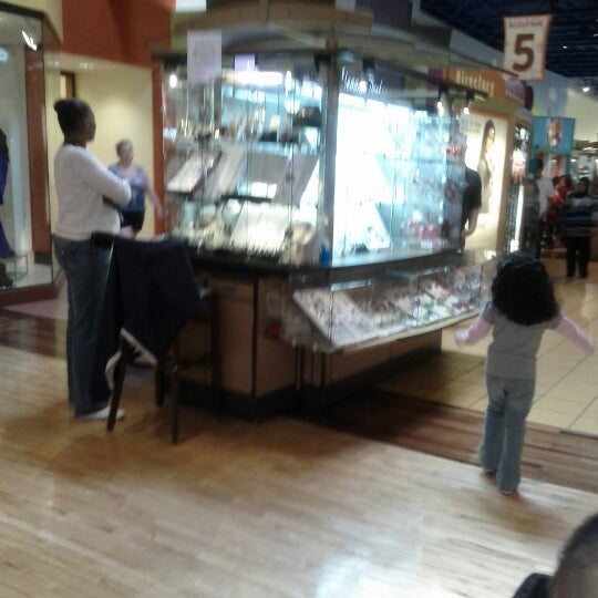 Photo taken at St. Louis Outlet Mall by Kanisha G. on 9/2/2012