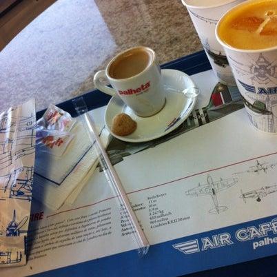 Photo taken at Air Café Palheta by Pedro B. on 8/19/2012