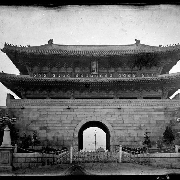 Photo taken at 숭례문 (崇禮門, Sungnyemun) by Edward L. on 11/27/2011