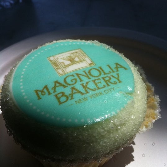 Photo taken at Magnolia Bakery by Bloompy B. on 7/20/2011
