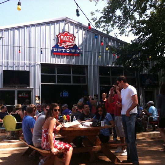 Katy Trail Ice House Beer Garden In Dallas