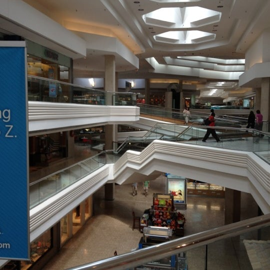 Photo taken at Woodfield Mall by Kablan K. on 6/15/2012