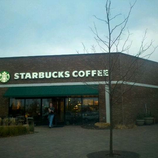 Photo taken at Starbucks by Victor P. on 11/12/2011