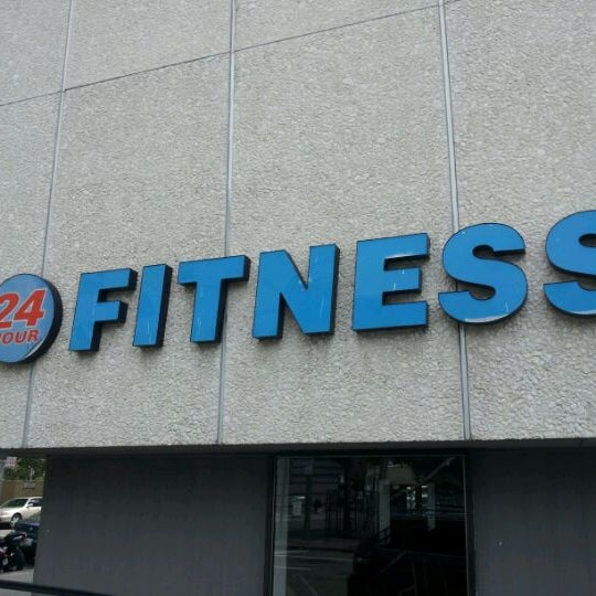 Photo taken at 24 Hour Fitness by ClarkKent S. on 4/9/2012