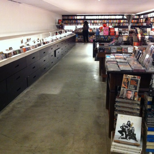 Photo taken at Livraria da Vila by Flávio S. on 5/17/2012