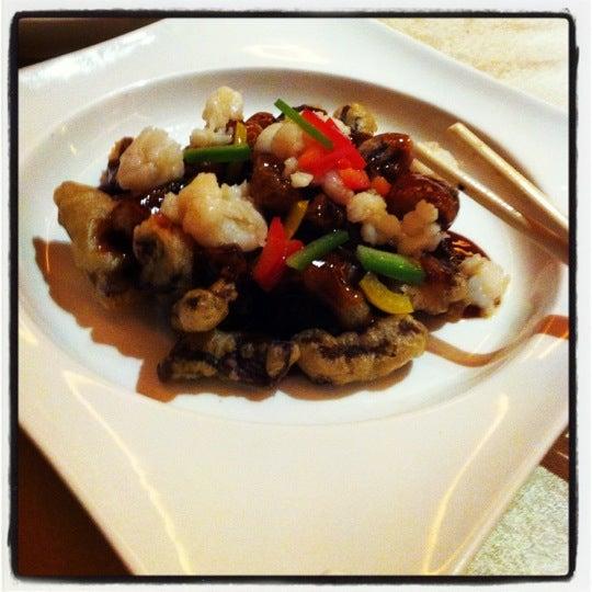 В китайском ресторане (этаж G) советую попробовать креветки с угрем в темпуре с кисло-сладким соусом))) ВеСчь! 58 юшек.