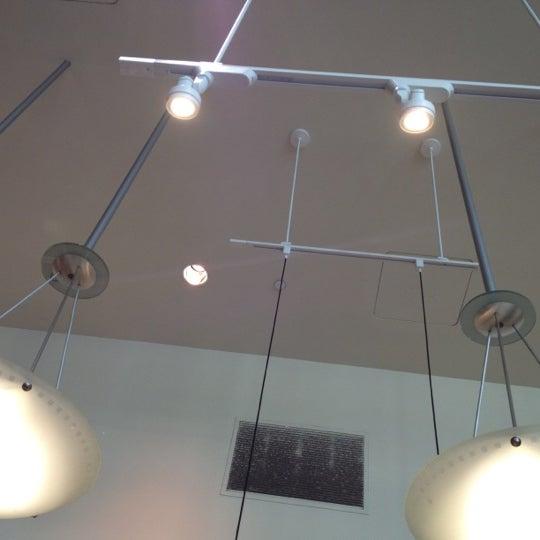 Photo taken at Peet's Coffee & Tea by Stephen C. on 10/21/2011