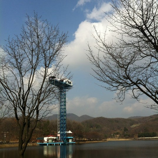 Photo taken at 율동공원 (Yuldong Park) by Seungchul H. on 3/17/2012