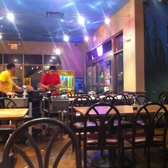 Photo taken at Hue Thai by Thai T. on 5/28/2012