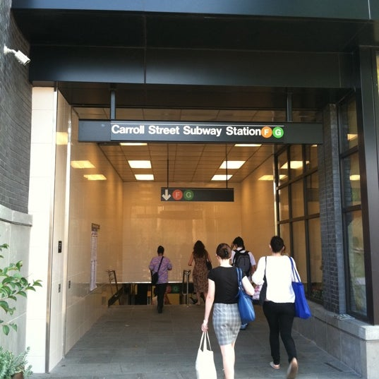 Photo taken at MTA Subway - Carroll St (F/G) by Jerome B. on 8/9/2011
