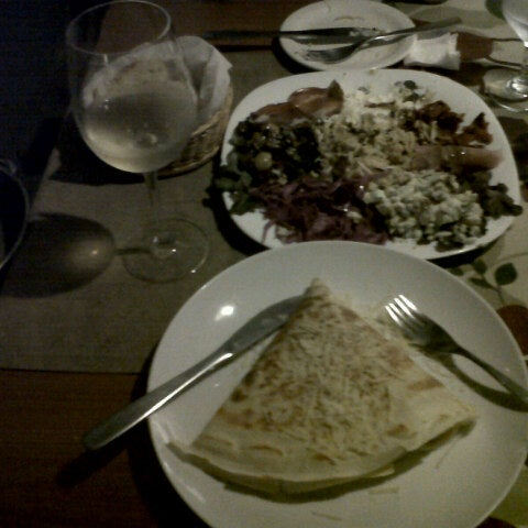 Photo taken at Bercy Village - Crepes e Saladas by Otavio L. on 9/7/2012