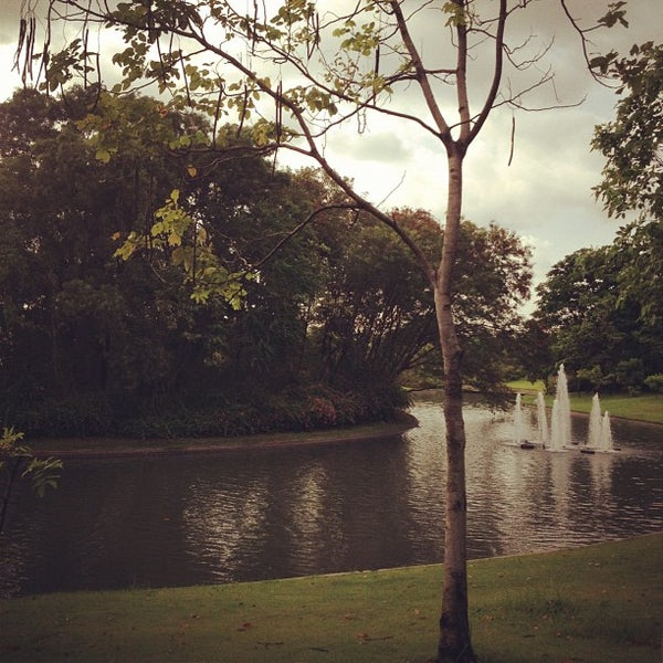 Photo taken at Queen Sirikit Park by เดีย ห. on 5/11/2012