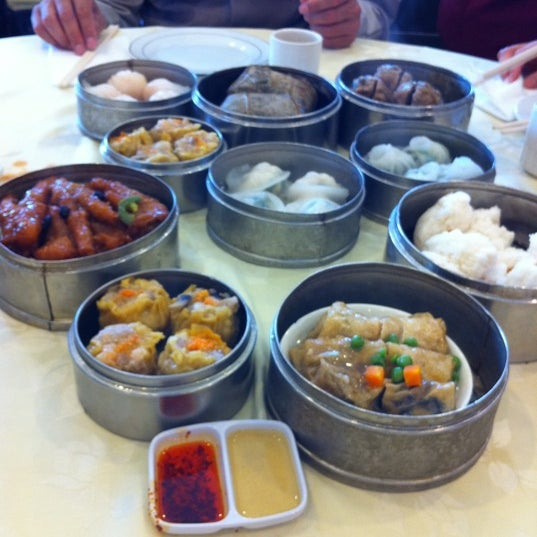 Photo taken at PV Palace Seafood Restaurant by Zozo on 3/4/2011