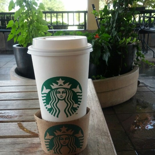 Photo taken at Starbucks by Chiu S. on 7/14/2012