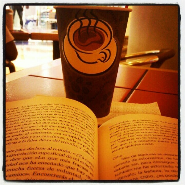 Photo taken at The Coffee Cup by Gerson Osuel M. on 5/25/2012