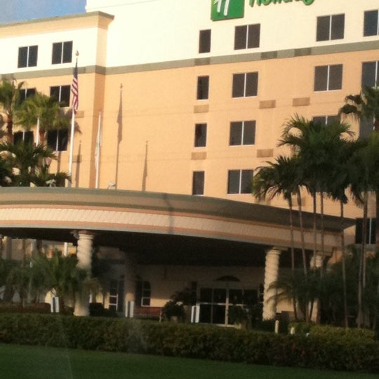 Photo taken at Holiday Inn Ft. Lauderdale-Airport by Pat A. on 6/18/2011
