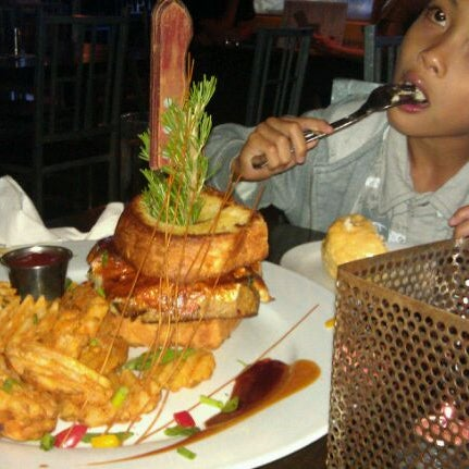 Photo taken at Hash House a Go Go by Ben W. on 6/30/2011