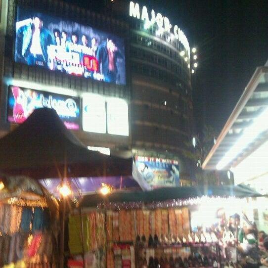 Photo taken at Major Cineplex Ratchayothin (เมเจอร์ ซีนีเพล็กซ์ รัชโยธิน) by Tanakorn P. on 12/26/2011