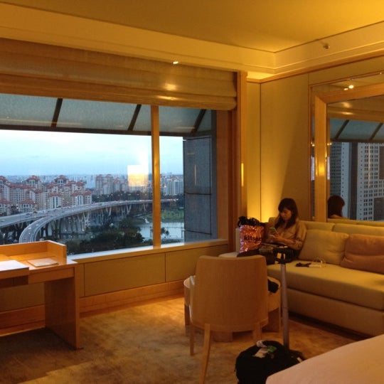 Photo taken at The Ritz-Carlton Millenia Singapore by Shingo K. on 2/6/2012