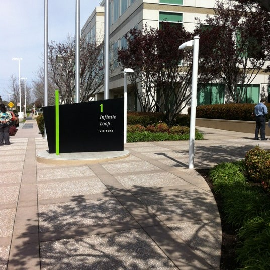 Photo taken at Apple Inc. by Deepesh B. on 3/19/2012