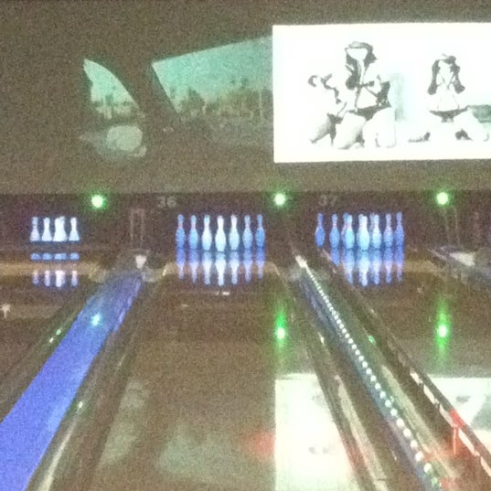 Photo taken at Bowlmor Rockville by Francene on 11/6/2011