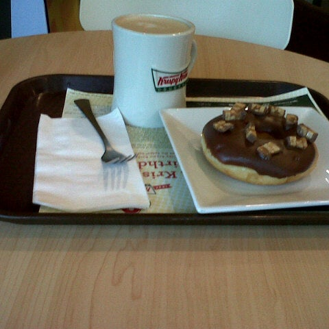 Photo taken at Krispy Kreme by Brizza G. on 7/27/2012