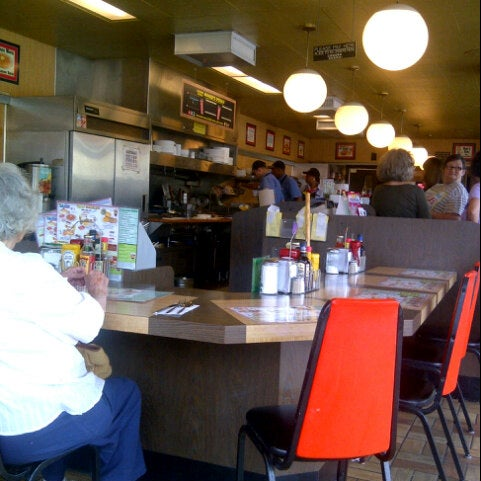 Photo taken at Waffle House by Fateem on 9/6/2012