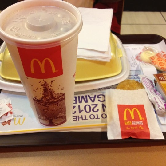 Photo taken at McDonald's / McCafé by DK P. on 4/20/2012