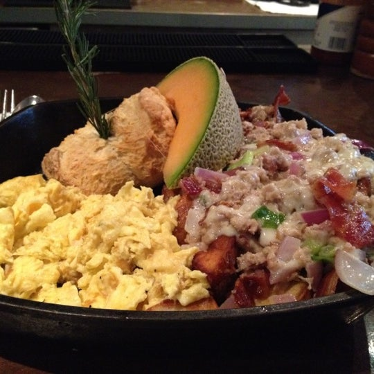 Photo taken at Hash House a Go Go by Frozen T. on 8/25/2012