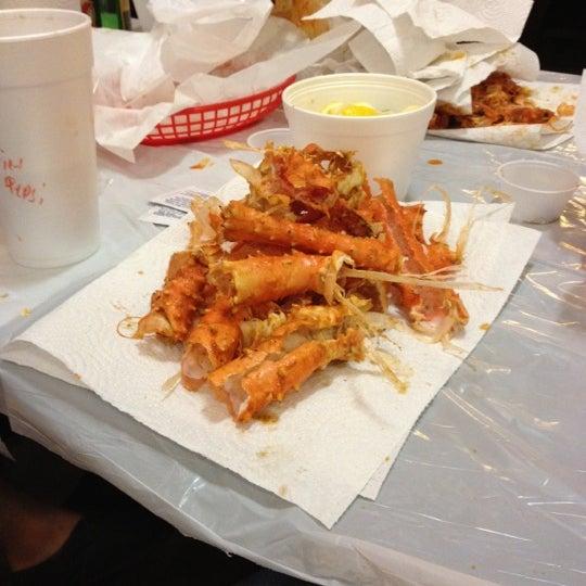 Photo taken at Hot N Juicy Crawfish by Randy B. on 5/13/2012