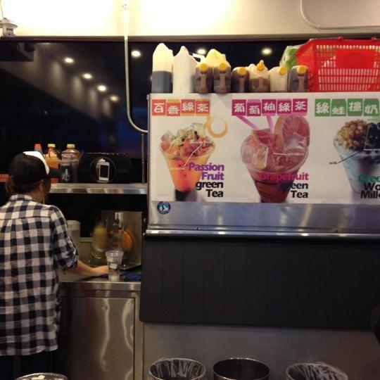 Photo taken at Kung Fu Tea 功夫茶 by Sarone K. on 5/25/2012