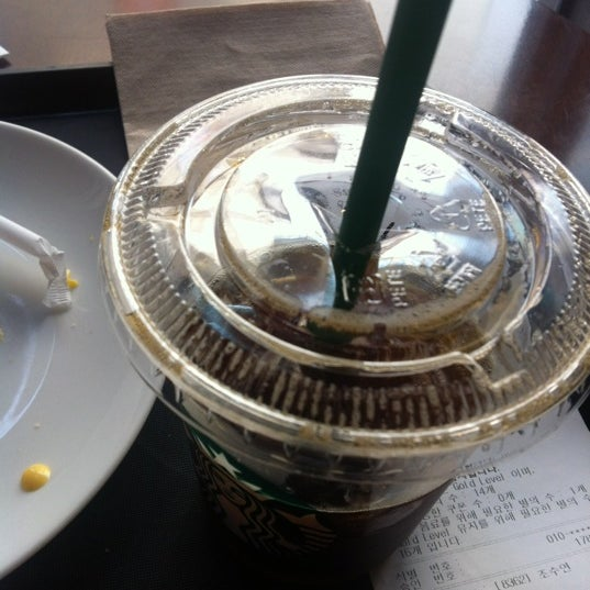 Photo taken at Starbucks by Miran M. on 3/28/2012