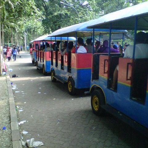 Photo taken at Kebun Binatang Ragunan by Felisino N. on 8/21/2012