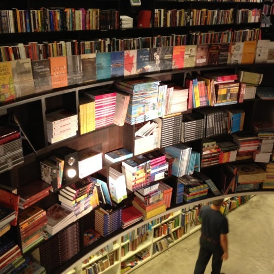 Photo taken at Livraria da Vila by Leandro S. on 8/5/2012