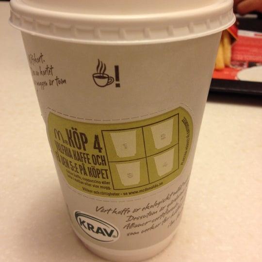 Photo taken at McDonald's by Caro L. on 6/11/2012