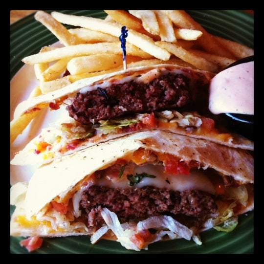 Photo taken at Applebee's by Nai on 7/16/2012