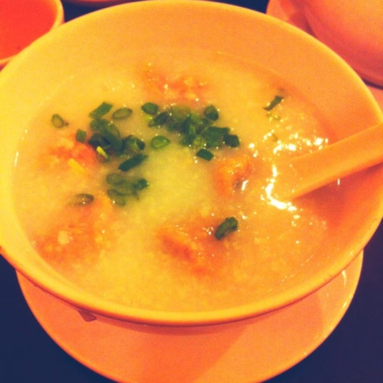 Photo taken at Hoằng Long Restaurant by Thai P. on 6/9/2012