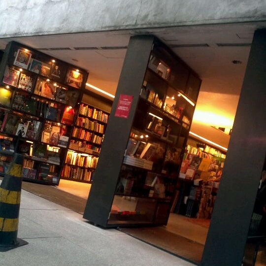 Photo taken at Livraria da Vila by Evandro R. on 3/25/2012