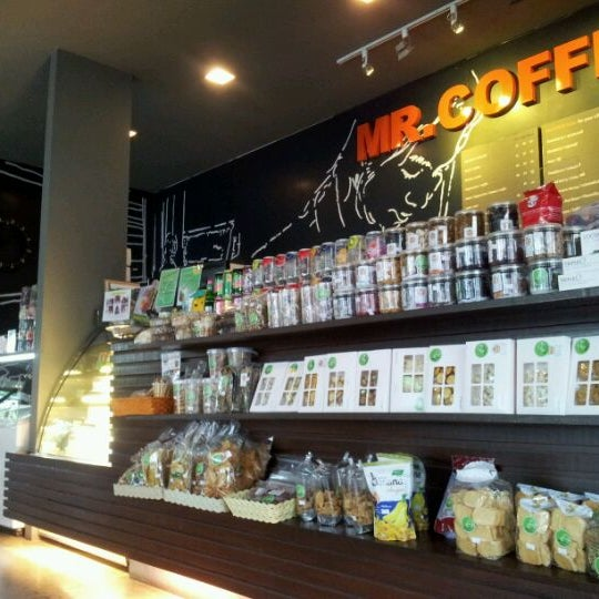 Photo taken at MR.COFFEE by Pik L. on 5/2/2012